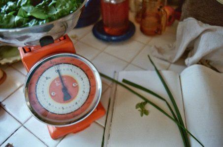 IR Nyelviskola 6. lecke: Rendhagyó szabályok – Amikor mindjárt nem is 160 az a gramm…
